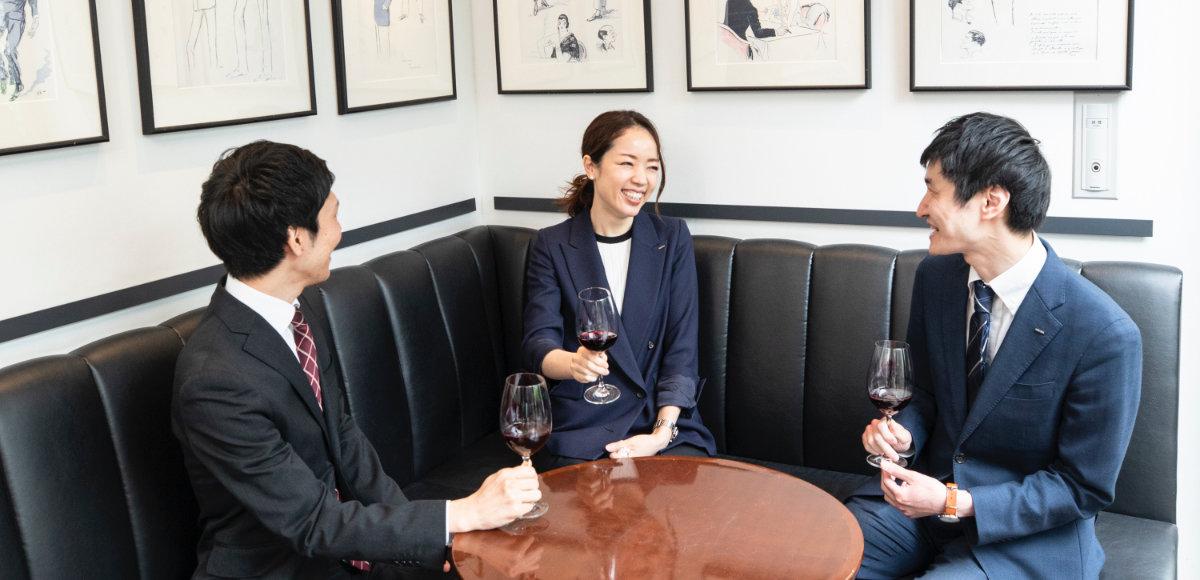 お三方がワインに魅了されたきっかけは何でしたか?